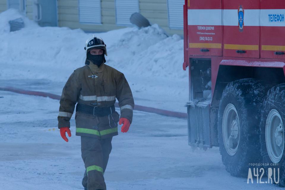 ВКемерове загорелось неэксплуатируемое сооружение вагонного депо