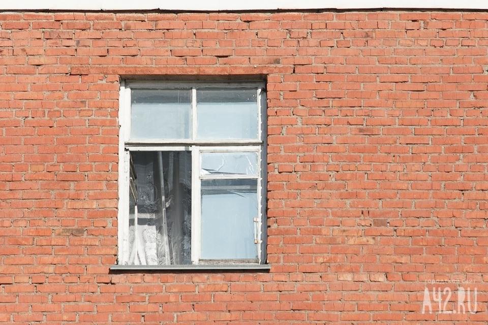 ВКемерове изокна 2-го  этажа выпал ребенок