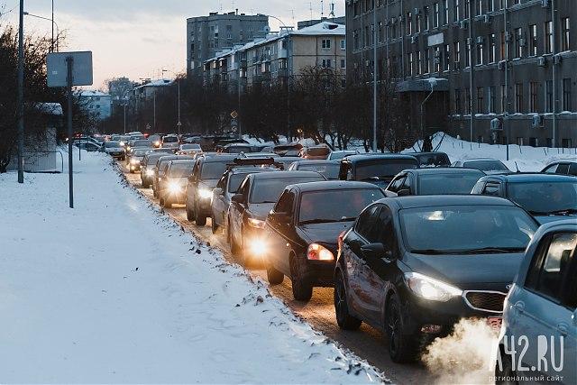 Город встал: граждане Кемерова пожаловались насемибалльные пробки