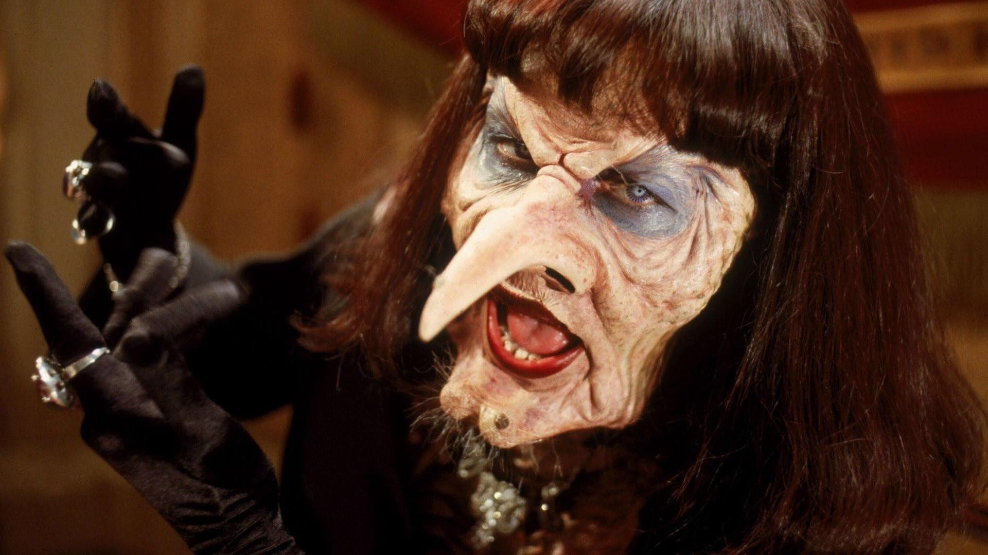 ВЕйском районе парень увидел вбабушке ведьму изабил ееломом