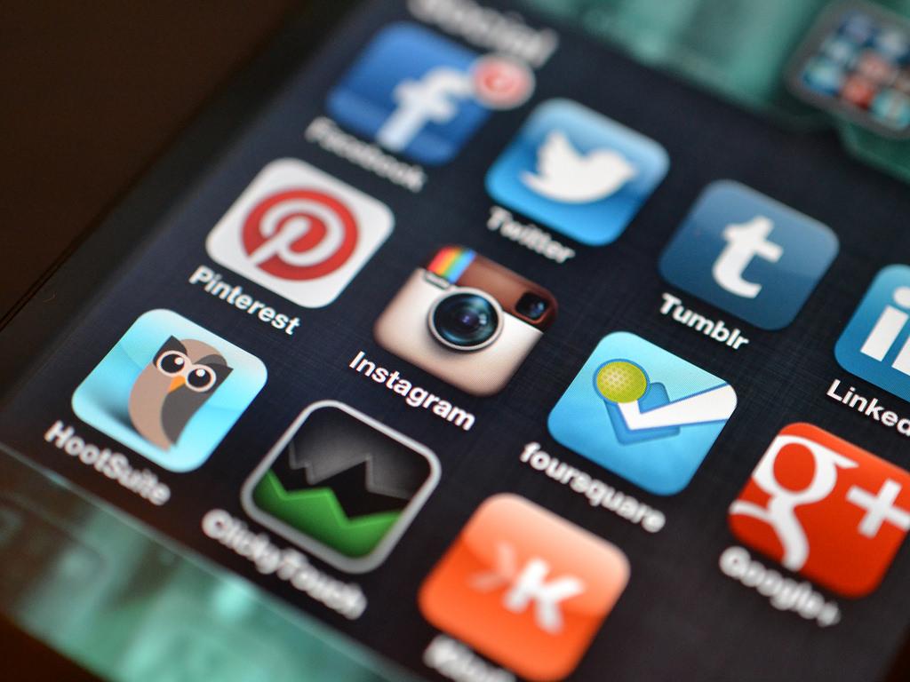 Социальная сеть Facebook запретил удалять старые посты