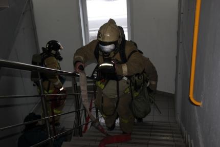 Пожарные спасли восемь человек вЛенинск-Кузнецком Кемеровской области