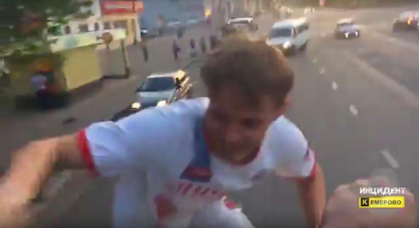 ВКемерове школьники покатались накрыше троллейбуса