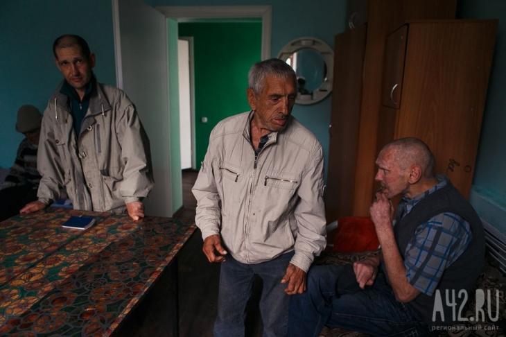 Жители Центра адаптации на Предзаводской. Фото: Максим Киселёв / архив А42.RU