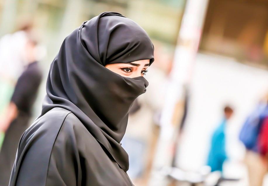 Милиция Калифорнии выплатит штраф засорванный смусульманки хиджаб