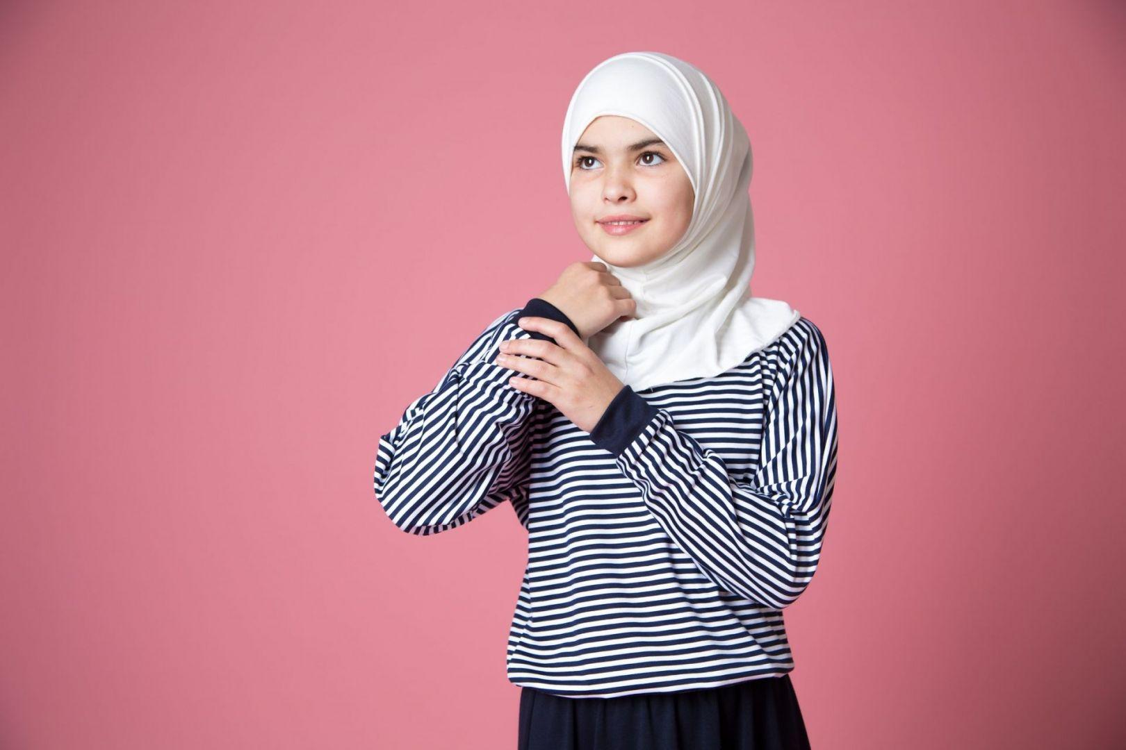 ПарламентЧР принял законодательный проект, дающий право обучающимся одеваться всоответствии свероисповеданием
