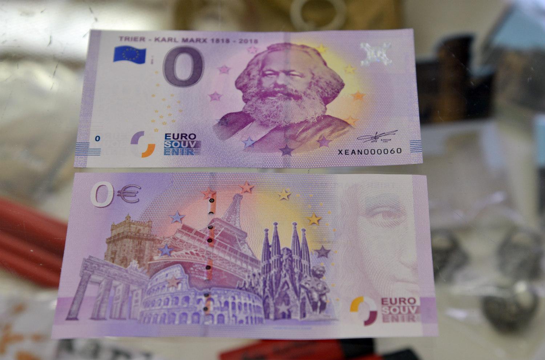 ВГермании выпустили купюру вноль евро (14)