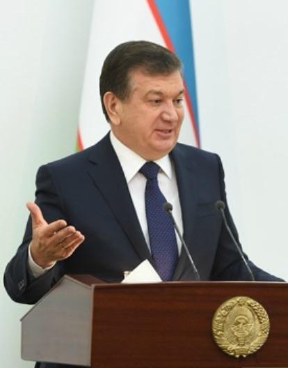 Чиновников вУзбекистане заставили работать круглые сутки