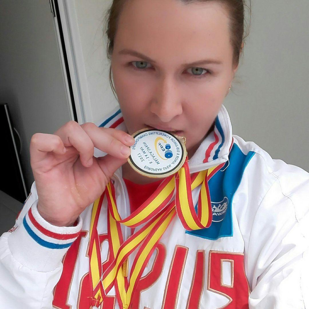 Надежда Синдикас изКемерова завоевала «золото» чемпионата Европы попауэрлифтингу