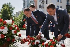 В Кемерове состоялось возложение цветов к Мемориалу Славы воинов-кузбассовцев