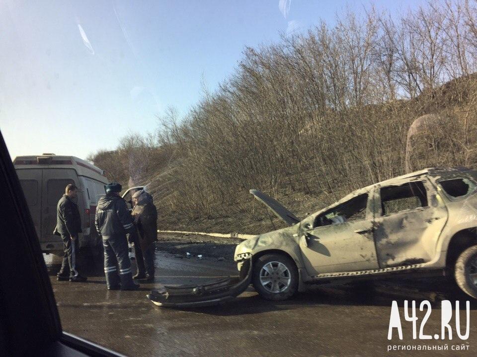 ВНовокузнецке 77-летний водитель Renault уснул зарулём иустроил ДТП