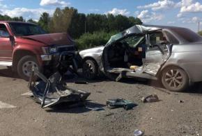В страшной аварии на кузбасской трассе один человек погиб и трое пострадали