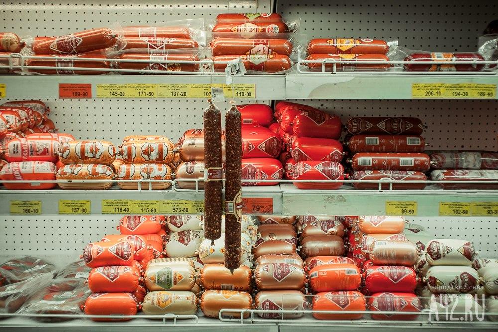 ВКемерово мужчина вынес измагазина под одеждой 22 батона колбасы