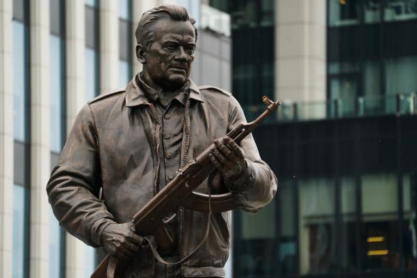 Скульптор Щербаков: монумент Калашникову поправлять небудут