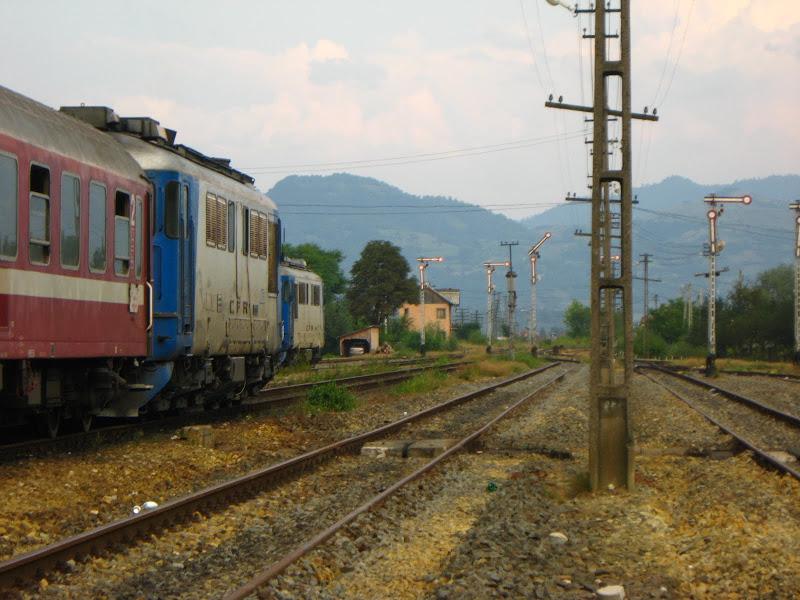 Грузовой поезд сошёл срельсов намосту вРумынии