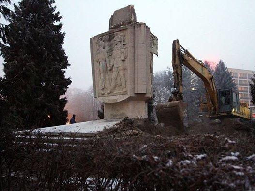 В польском Щецине начался демонтаж памятника благодарности Красной армии
