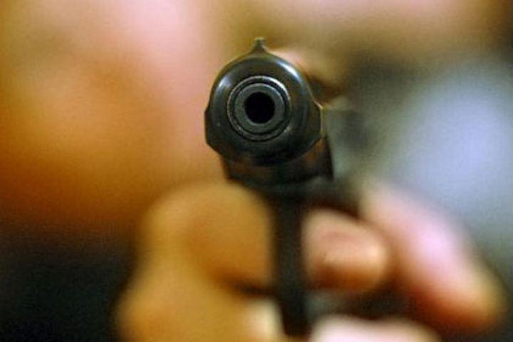 69-летний петербуржец «разыграл» свою 36-летнюю сожительницу выстрелом впотолок