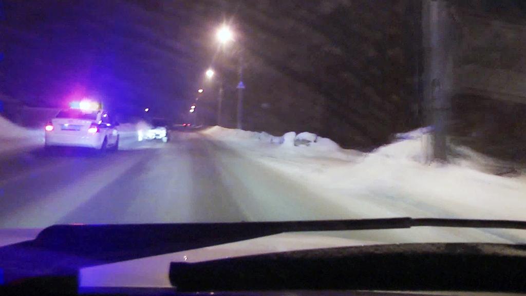 Гнавшиеся за нетрезвым новокузнечанином полицейские прострелили колесо его авто
