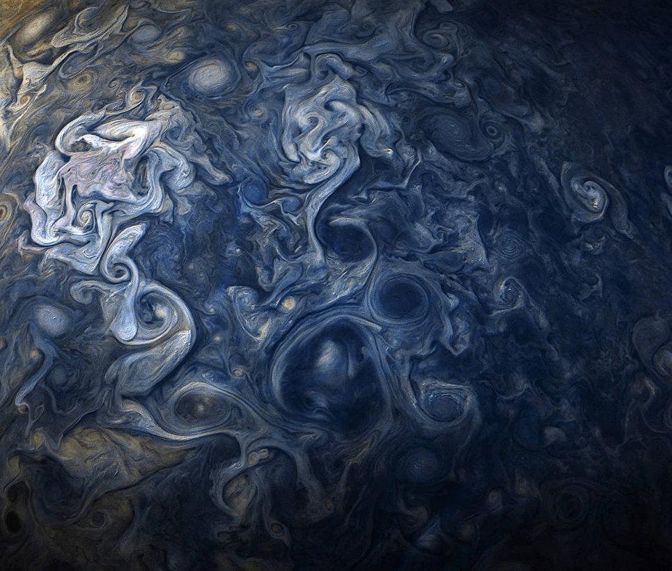 НАСА показало фото странных облаков наЮпитере
