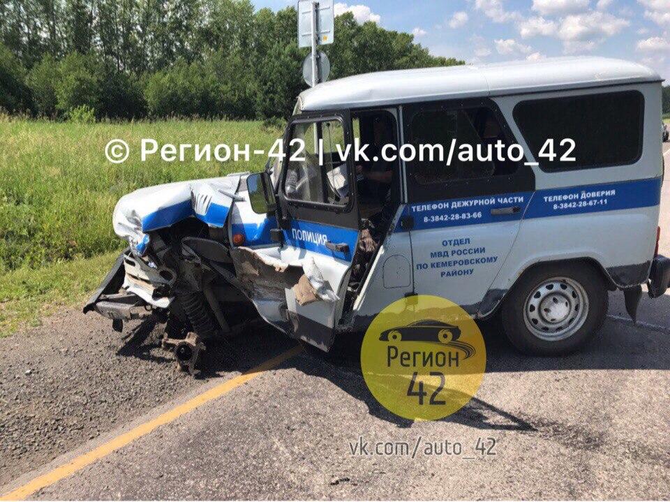 Натрассе вКузбассе машина милиции протаранила «Газель»