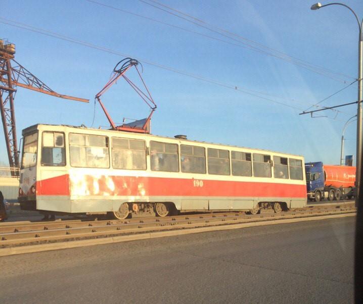 Трамвай сошёл срельсов наКомсомольской площади вНижнем Новгороде