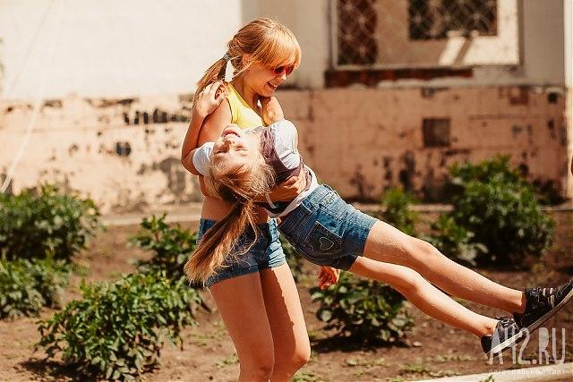 ВКузбассе изнезаконного лагеря вывезли детей