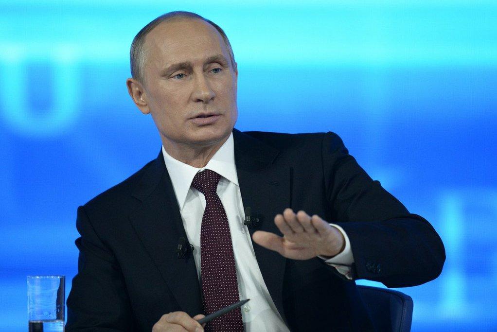 Путин поручил выяснить, почему екатеринбуржцев заставляют самих чинить дома