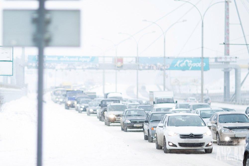ВКемерове собрались самые большие пробки: на трассах ДТП