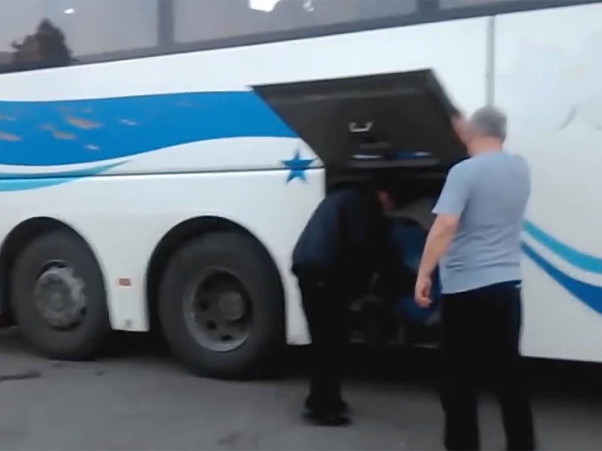ВКраснодарском крае шофёр  автобуса перевозил пассажиров вбагажном отсеке