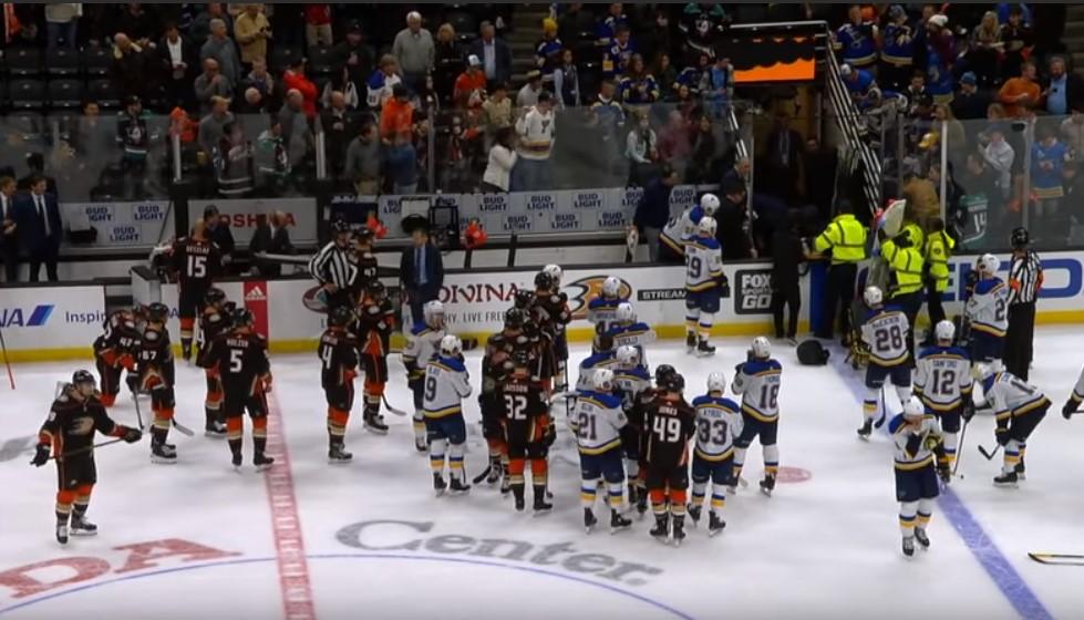 Матч НХЛ прервали из-за сердечного приступа у хоккеиста