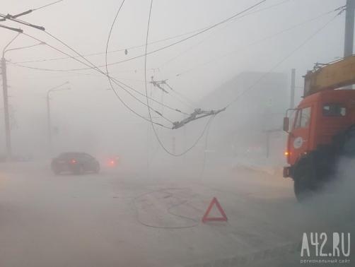 Движение троллейбусов восстановлено вКемерово после обрыва контактной линии из-за мороза