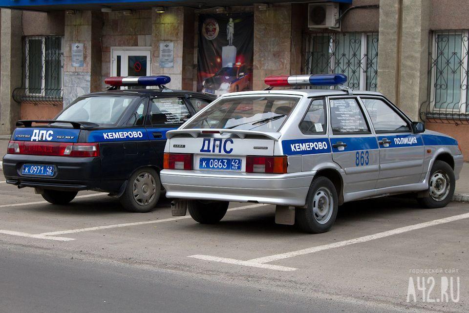 ВПрокопьевске автоледи на«Ниве» влетела вфонарный столб