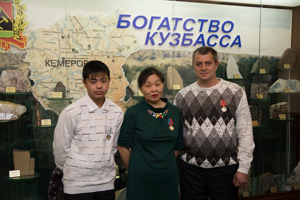 Тулеев требует поднять заработную плату мед. работникам до60 тыс. руб. — Чтобы все ощутили