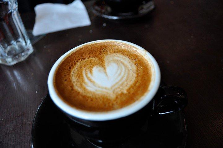 Ученый из США предложил заменить кофе утренним бегом
