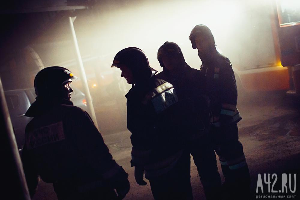 Грузовой автомобиль зажегся вРудничном районе Кемерова ночью