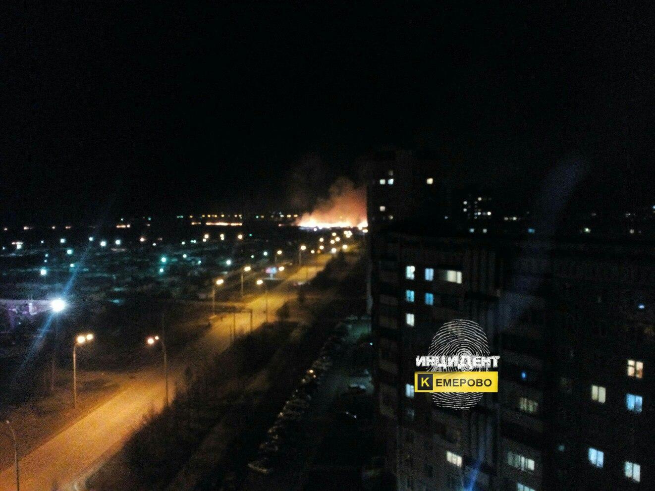 Размещено видео крупного пожара за«Колосом» вКемерове