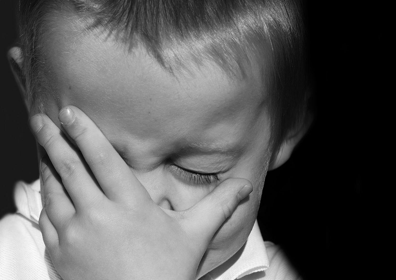 ВКузбассе мужчина избивал опекаемого ребенка чем придется