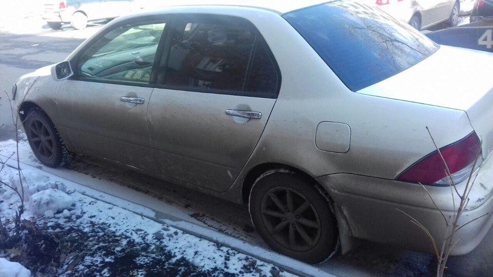 Кемеровчанка легла под колеса ради своего авто