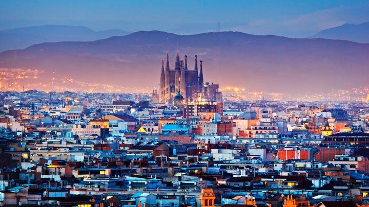 Уставшие оттуристов граждане Барселоны вышли наакцию протеста