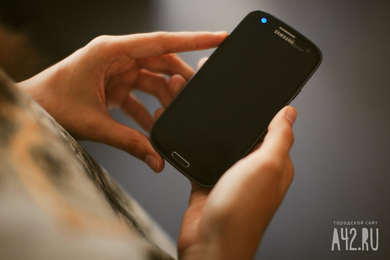 Специалист назвал методы минимизировать вред для здоровья при пользовании телефоном