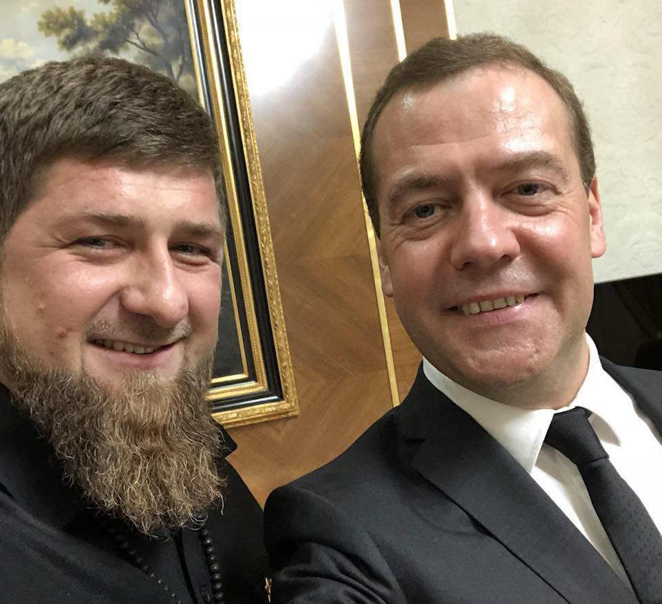 Кадыров запостил вTelegram селфи сМедведевым