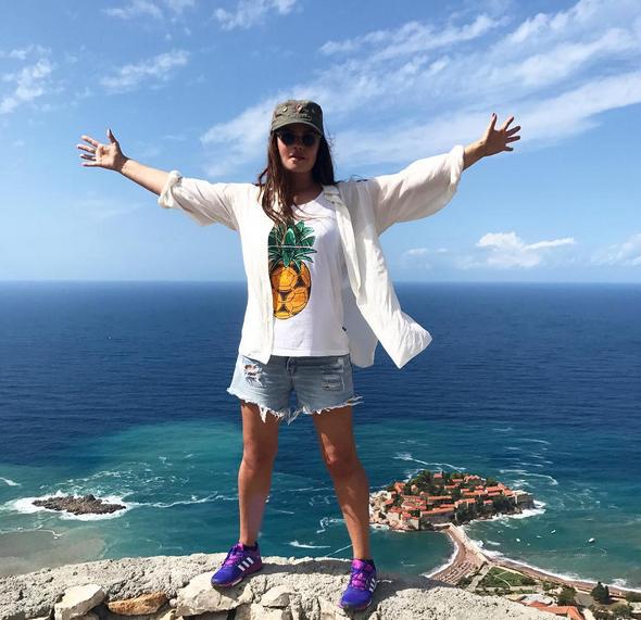 Екатерина Андреева прокомментировала надпись насвоем пиджаке