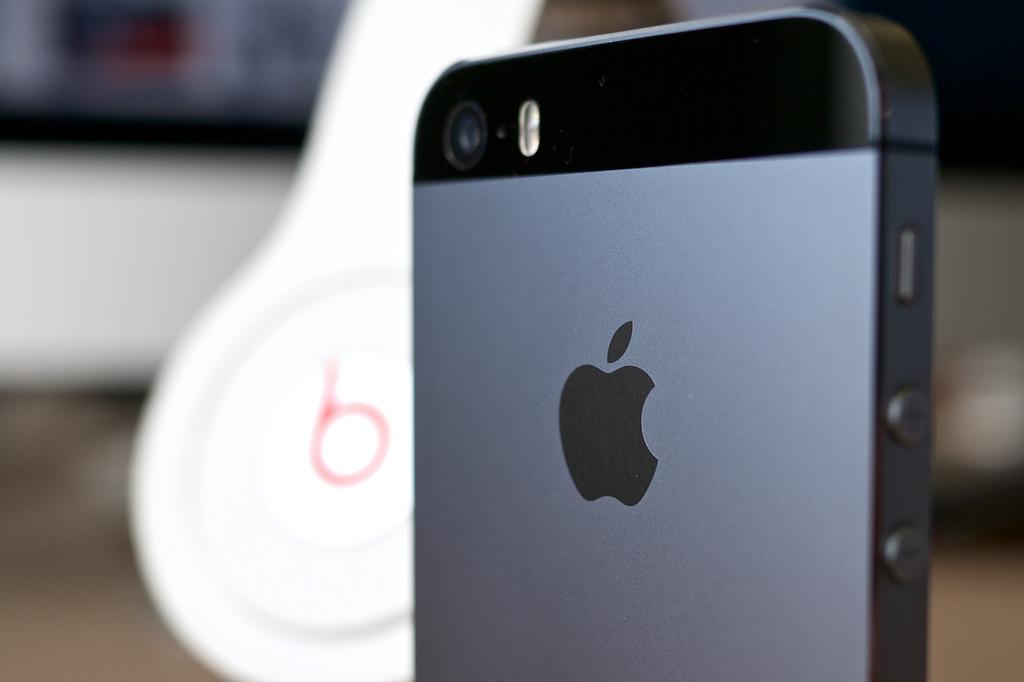 Самым продаваемым смартфоном в России в августе и сентябре стал IPhone SE