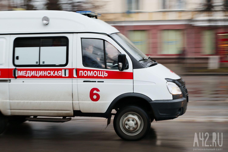 Наулице Есенина вПрокопьевске «легковушка» протаранила ЛЭП