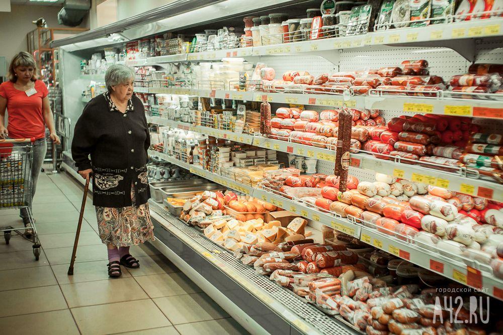 Опрос: треть граждан России экономит наколбасах, сыре имясе