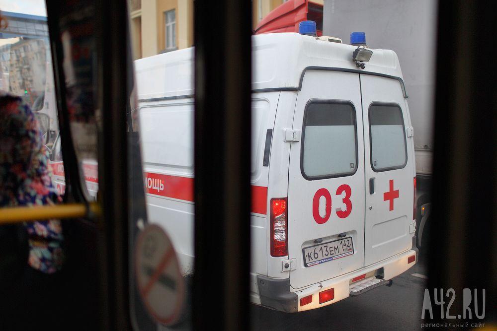 ВКузбассе мужчина умер, упав сшестого этажа
