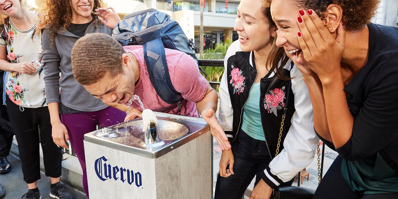 ВЛос-Анджелесе установили питьевые фонтаны стекилой