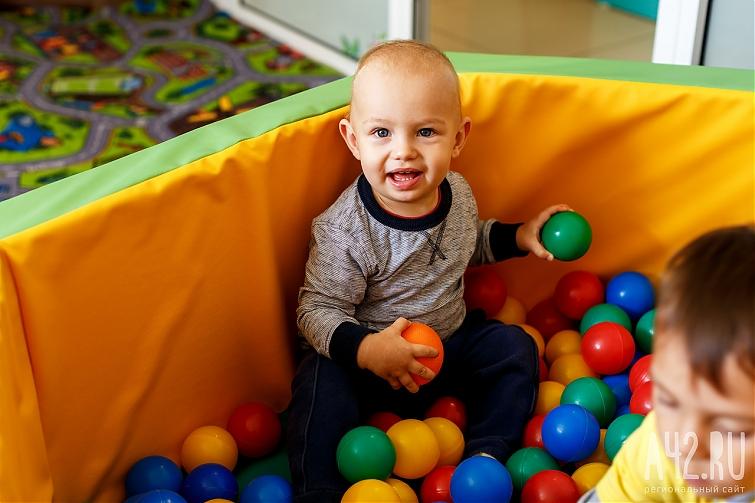 Выплату пособия поуходу за сыном могут продлить до7 лет