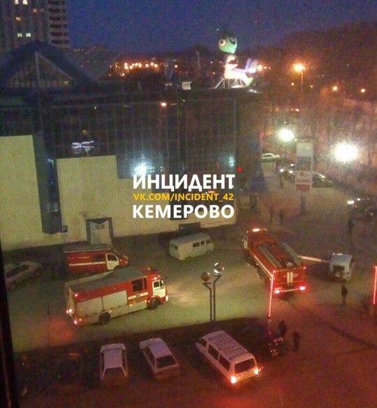 ВКемерово из-за задымления эвакуировалиТЦ