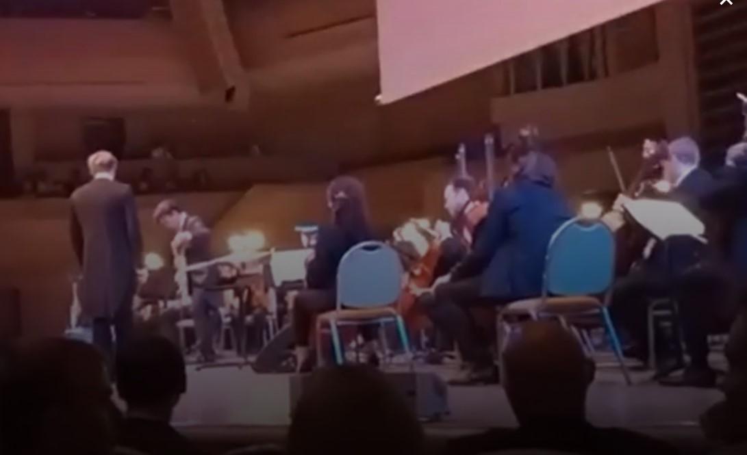 Музыкант группы «Кино» исполнил наконцерте композицию Metallica